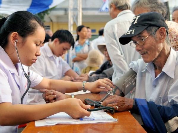 Vietnam prioriza en atender y promover el papel de las personas mayores hinh anh 1