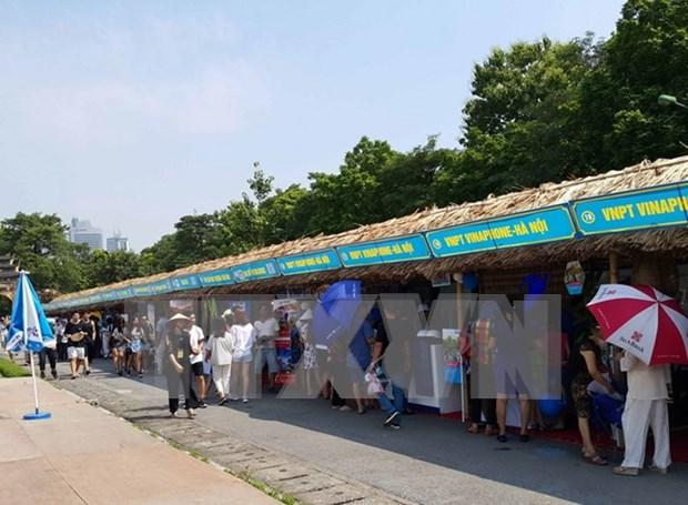 Miles visitantes acuden a festival turistico de aldeas de oficios tradicionales hinh anh 1