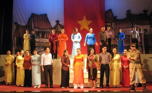 Ninh Binh acoge festival de teatro tradicional hinh anh 1