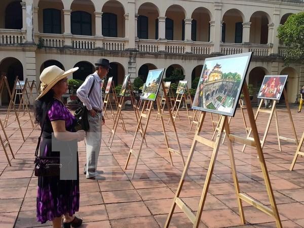 Exhiben impresionantes fotos sobre las fuerzas armadas de Hanoi hinh anh 1
