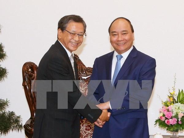 Premier de Vietnam recibe a embajador y experto de Japon hinh anh 1
