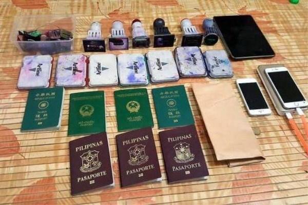 Desarticulan en Malasia red que falsificaba pasaportes hinh anh 1