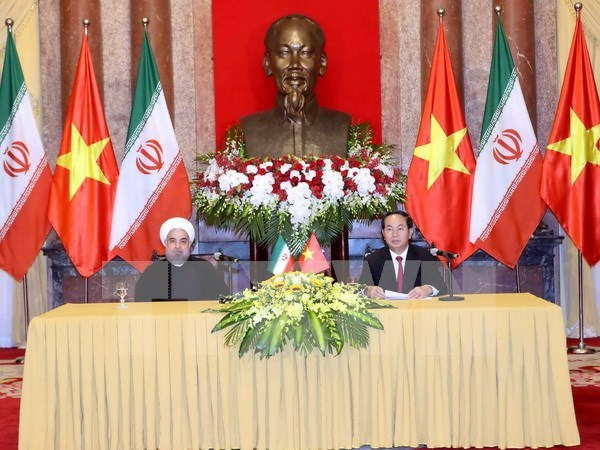 Concluye presidente de Iran visita estatal a Vietnam hinh anh 1
