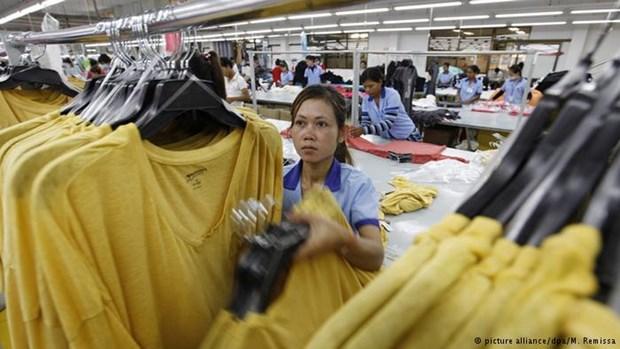 Camboya aumentara salario minimo para empleados de industria textil y de calzado hinh anh 1