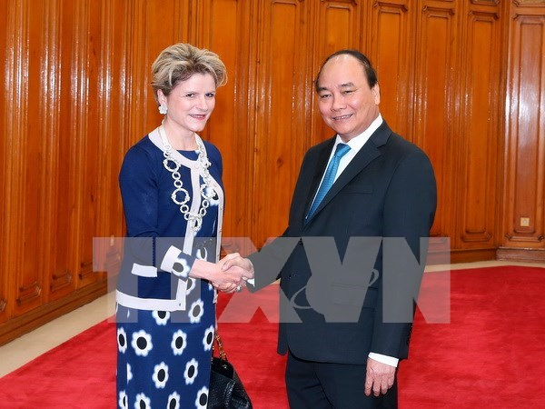 Vietnam saluda inversiones de empresas suizas, destaca premier hinh anh 1