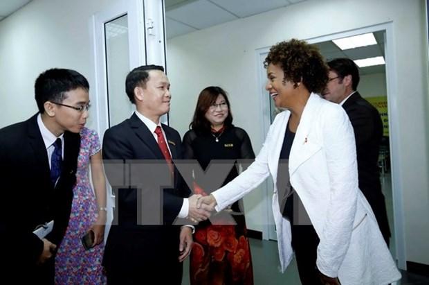 Secretaria general de OIF visita periodico Le Courrier du Vietnam hinh anh 1