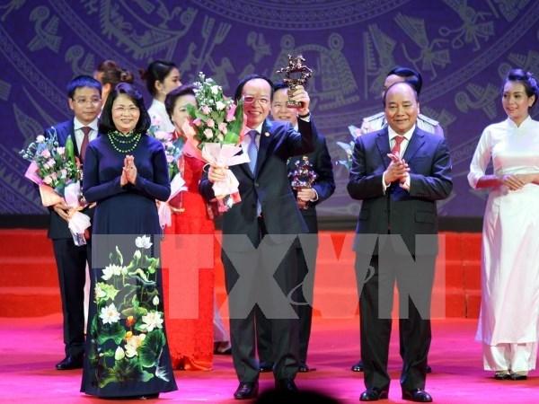 Premier de Vietnam llama a empresas nacionales alcanzar estandares mundiales hinh anh 1