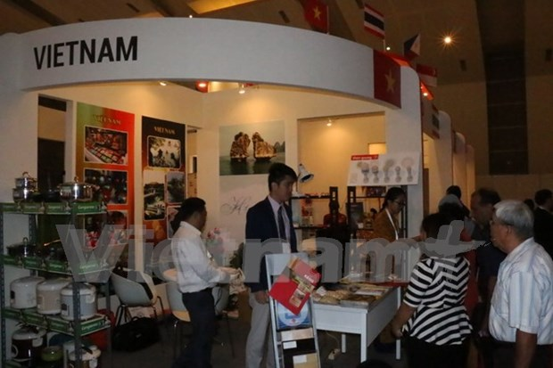 Participan empresas de Vietnam en exposicion comercial en Indonesia hinh anh 1