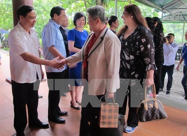 Embajadoras y diplomaticas extranjeras exploran provincia de Ninh Binh hinh anh 1