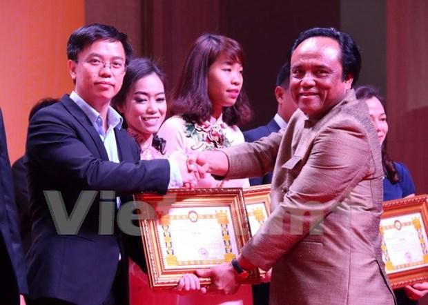 Conmemoran en Laos el Dia de Empresarios de Vietnam hinh anh 1