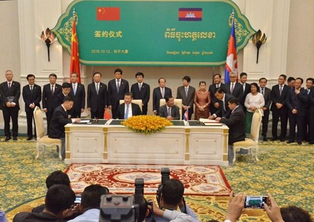 Camboya y China firman acuerdos de cooperacion hinh anh 1