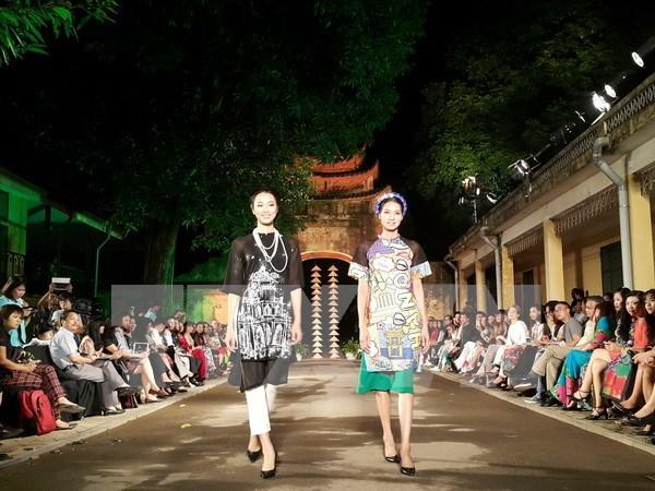 Inauguran en Hanoi Festival de traje tradicional de mujeres de Vietnam hinh anh 1