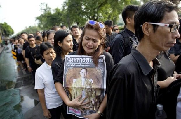 Tailandia abre Palacio Real para que el publico rinda homenaje al difunto rey hinh anh 1