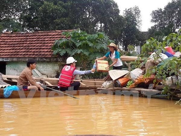 Provincias vietnamitas afectadas por inundaciones reciben asistencia hinh anh 1