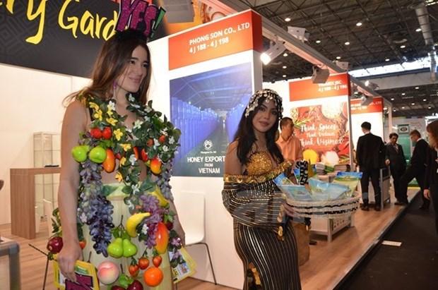 Presentan productos alimenticios de Vietnam en Francia hinh anh 1