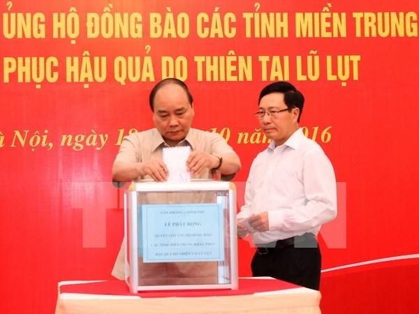 Pueblo de Vietnam se une para ayudar a victimas de inundaciones hinh anh 1