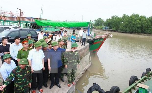 Vicepremier inspecciona labores preventivas para enfrentar tifon Sarika en Hai Phong hinh anh 1