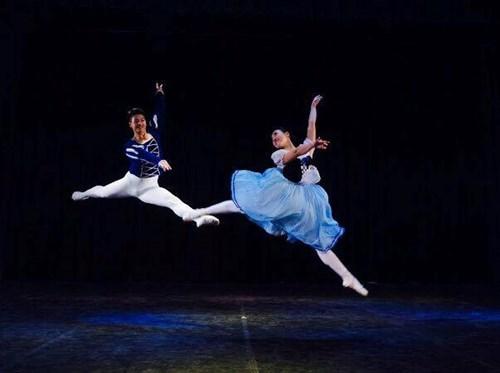 Presentaran en Vietnam ballet clasico mundial hinh anh 1