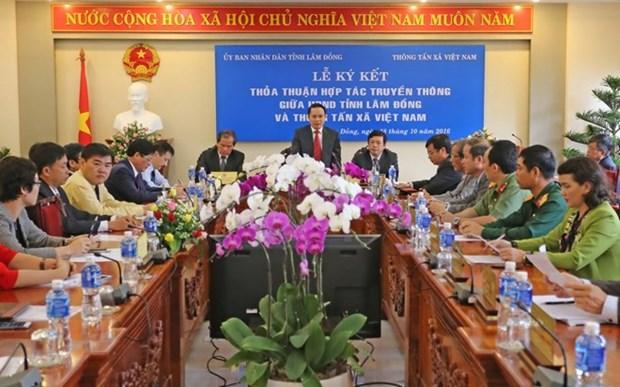 VNA firma acuerdo de cooperacion informativa con provincia de Lam Dong hinh anh 1