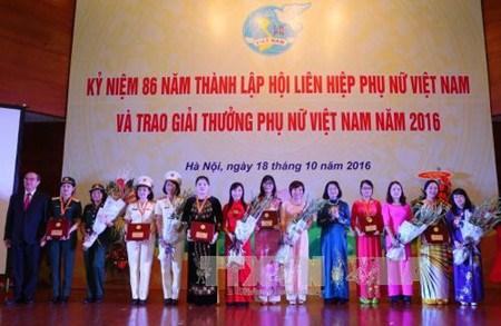 Honran a las mujeres vietnamitas mas destacadas de 2016 hinh anh 1