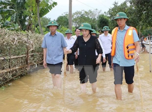 Vietnamitas juntan manos para ayudar a compatriotas afectadas por inundaciones hinh anh 1