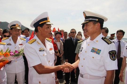 Khanh Hoa recibe buques de fuerzas navales de China hinh anh 1