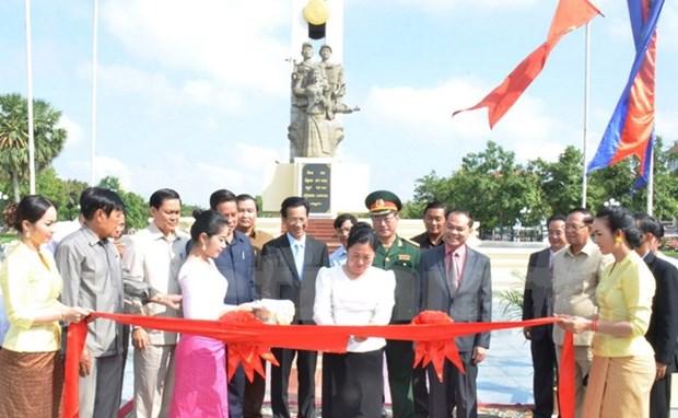 Reinauguran monumento de combatientes revolucionarios vietnamitas en Phnom Penh hinh anh 1