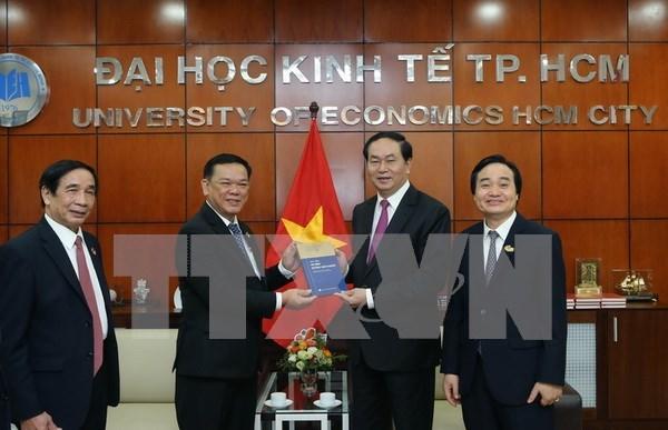 Urgen a Universidad de Economia de Ciudad Ho Chi Minh a ser centro de investigacion hinh anh 1