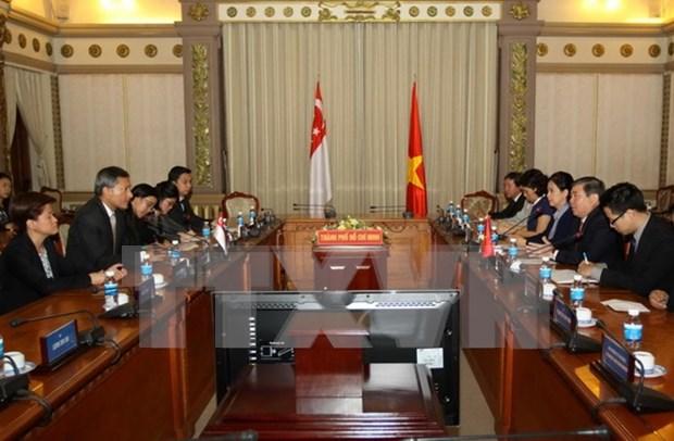 Ciudad Ho Chi Minh y Singapur acuerdan impulsar relaciones multifaceticas hinh anh 1