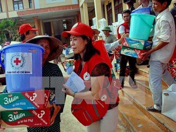 Vietnamitas en extranjero apoyan a connacionales afectados por inundaciones hinh anh 1