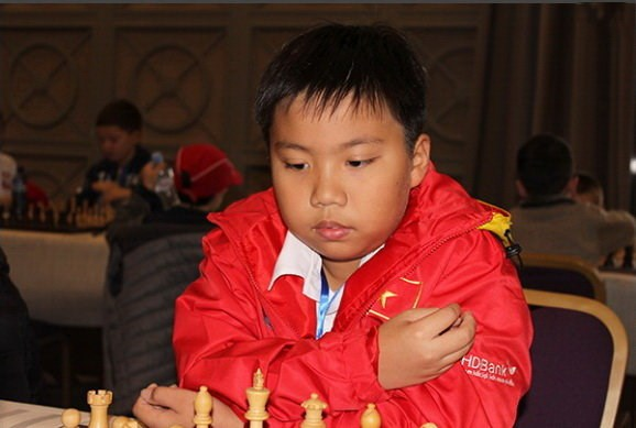 Ajedrecista vietnamita gana medalla de plata en campeonato juvenil mundial hinh anh 1