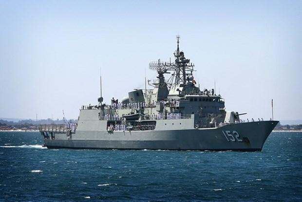 Buque de Armada australiana atraca en puerto de Cam Ranh hinh anh 1