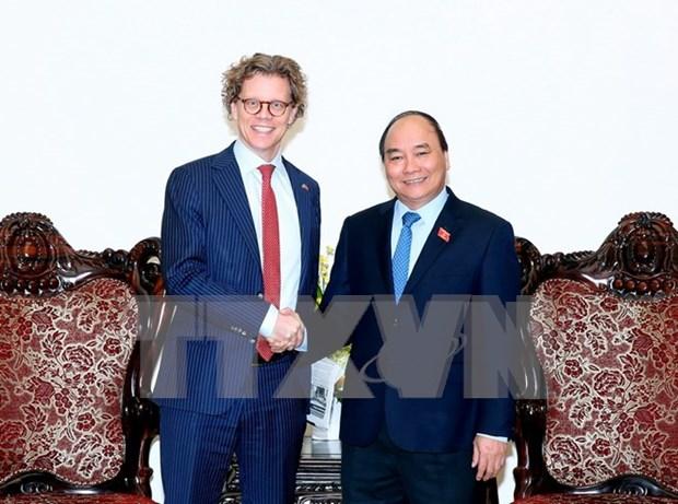 Premier de Vietnam exhorta a impulsar comercio con Suecia hinh anh 1