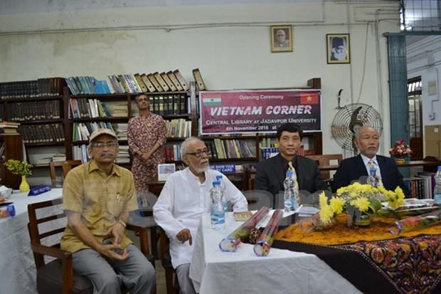 Presentan en India libros en ingles sobre Vietnam hinh anh 1
