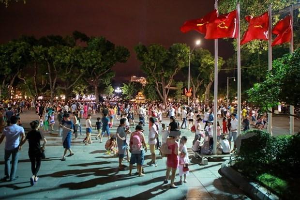 Espacio peatonal en Hanoi atrae miles de turistas cada dia hinh anh 1