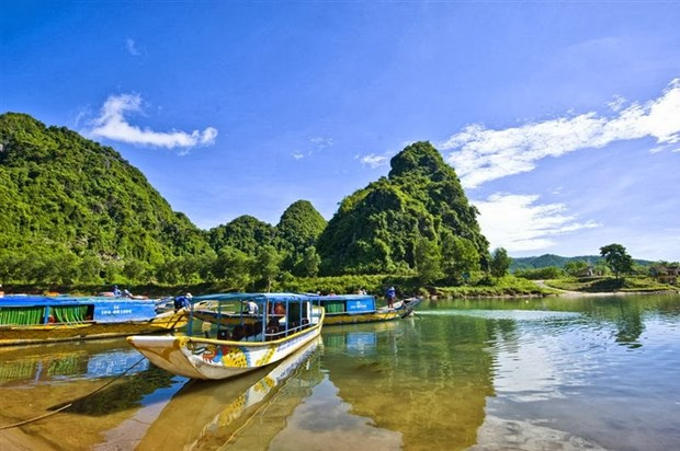 """En Hanoi exposicion fotografica """"Los rios vietnamitas"""" hinh anh 1"""