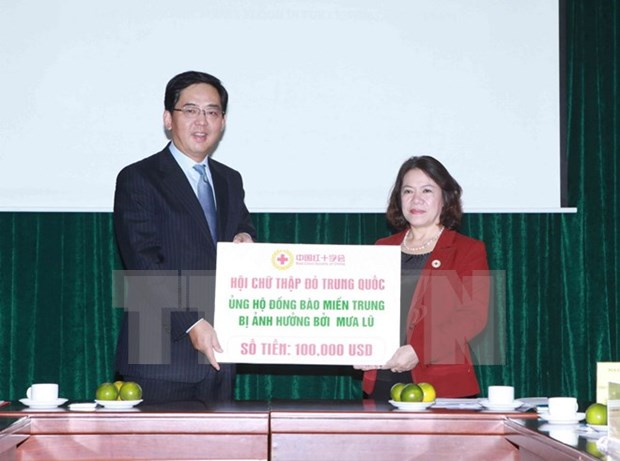 Cruz Roja de China respalda a pobladores vietnamitas afectados por inundaciones hinh anh 1