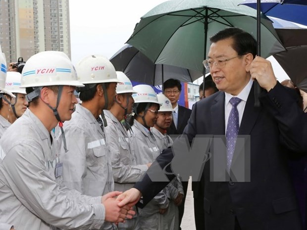 Presidente de Parlamento de China continua visita a Vietnam hinh anh 1