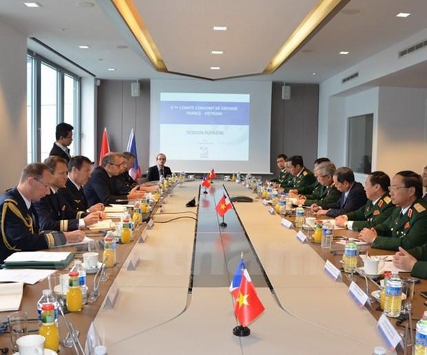 Vietnam y Francia dialogan sobre cooperacion en defensa hinh anh 1