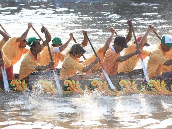 Celebran regata de barcos en festival Ok Om Bok en Vietnam hinh anh 1