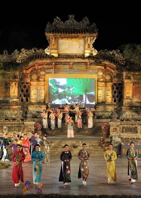 Ciudad centrovietnamita de Hue invierte en restauracion de Bia Quoc Hoc hinh anh 1