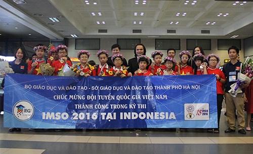 Vietnam sobresale en Olimpiada Internacional de Matematica y Ciencias hinh anh 1