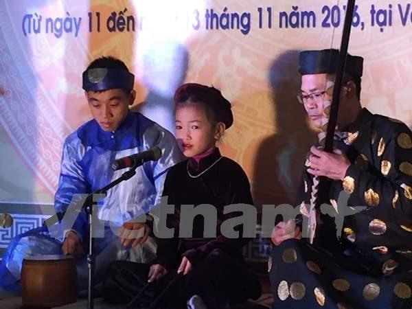 Efectuan en Hanoi Festival juvenil de canto ceremonial Ca Tru hinh anh 1