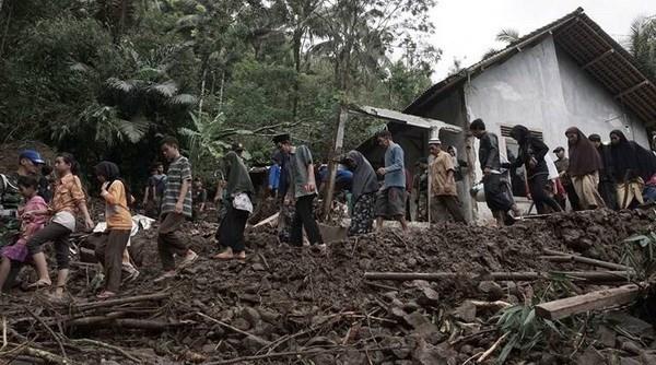 Indonesia: Evacuadas mas de seis mil personas por inundaciones hinh anh 1