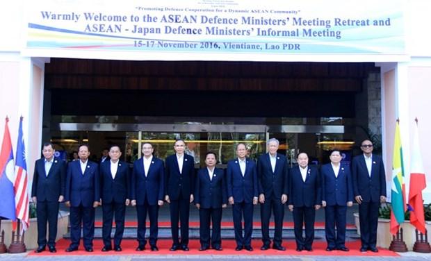Vietnam urge cooperacion estrecha en ASEAN para resolver cuestion del Mar del Este hinh anh 1