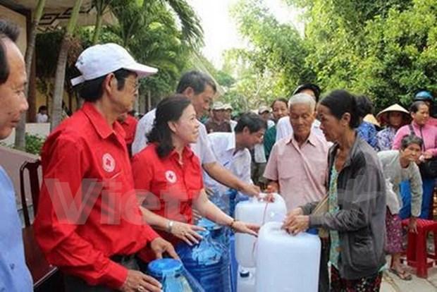 Entregan regalos a victimas de inundaciones en Quang Binh hinh anh 1