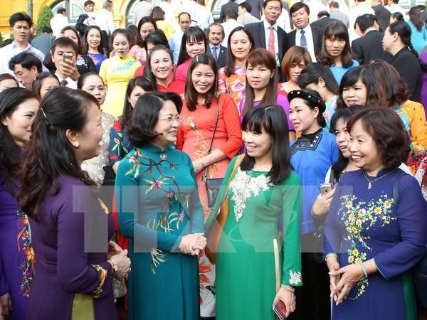 Honran a las contribuciones de los educadores vietnamitas hinh anh 1