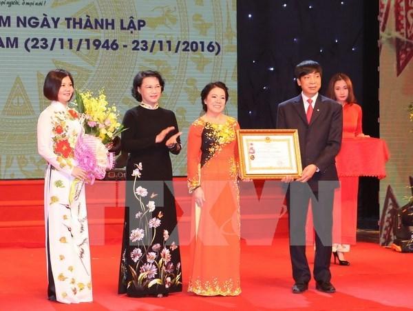 Honran a Cruz Roja de Vietnam con Orden de Trabajo hinh anh 1