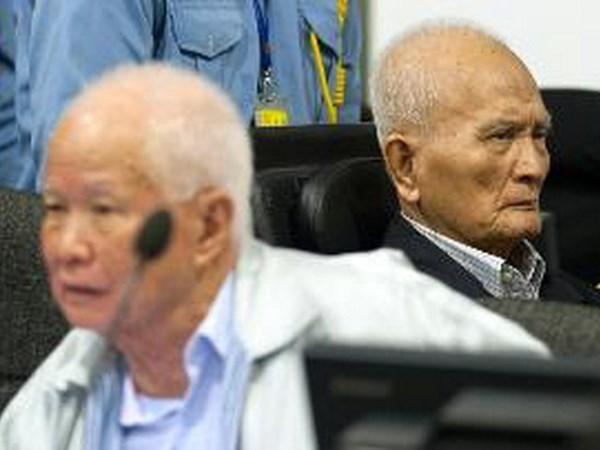 Tribunal de Camboya mantiene cadena perpetua a exlideres de Khmers Rojos hinh anh 1