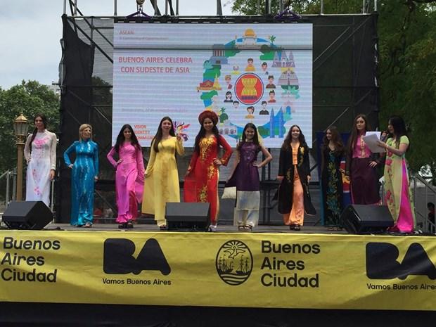 Promocionan culturas de paises miembros de ASEAN en Argentina hinh anh 1